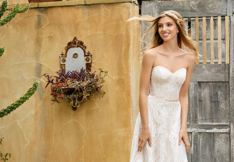 невеста, свадебное фото, свадебное платье, разглаженное платье невесты, кружева