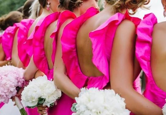 свадьба в цвете фуксия, букеты подружек невесты