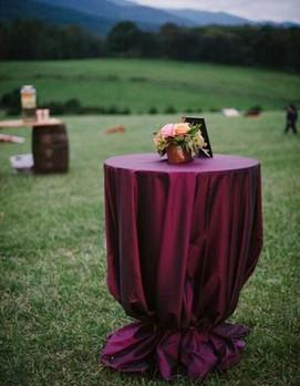 свадьба в бордовом цвете, декор выездной церемонии в цвете бордо