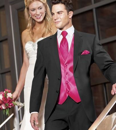 свадьба в цвете фуксия, костюм жениха