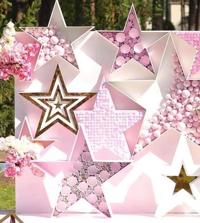 фотозона, звёзды, розовый цвет, свадебный декор