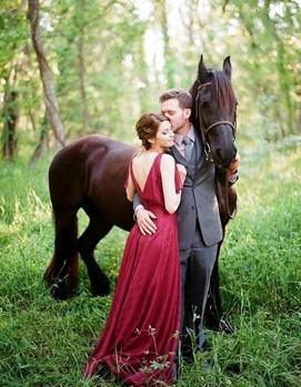 свадьба в бордовом цвете, платье невеесты бордо
