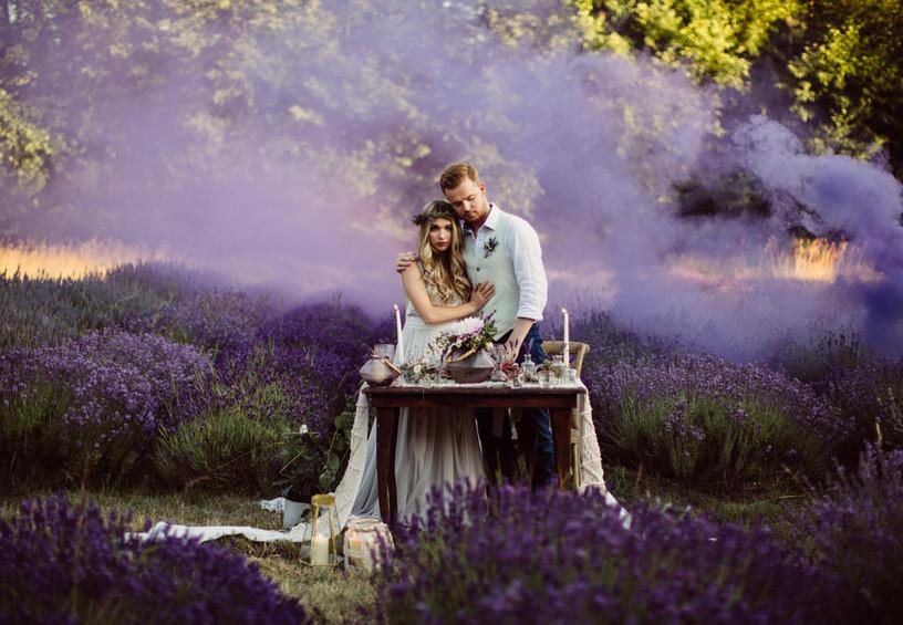 цветной дым для фотосессии, дымовые шашки на свадьбе, цветные дымовые шашки, свадебная фотосессия, свадебные фото, необычные фото со свадьбы