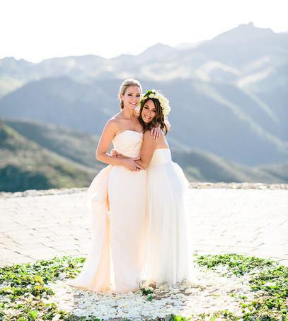 подружка невесты, белый цвет свадебного платья, красивое место для свадебной церемонии, невеста, свадьба, выездная церемония