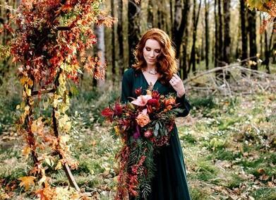 Осенний образ невесты: свадебное платье, обувь и верхняя одежда