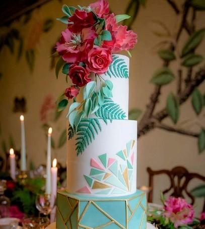 торт свадебный с живыми цветами, геометрический узор, многоярусный, модный торт