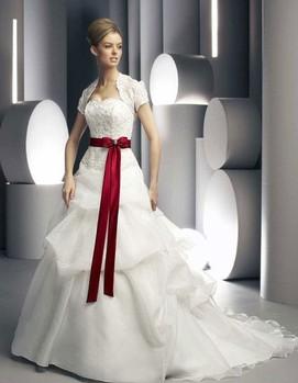 свадьба в бордовом цвете,свадебное платье