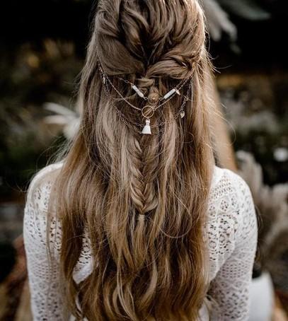 прическа для невесты с плетением