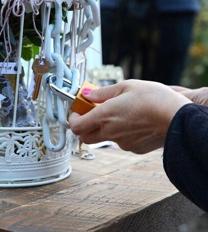 как бросать свадебный букет