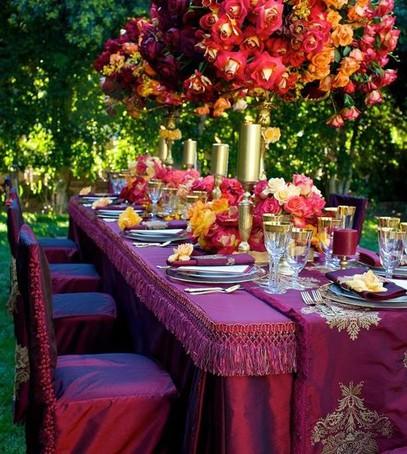 свадьба в бордовом цвете, декор свадебного стола