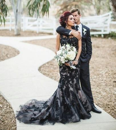 чёрное свадебное платье, невеста в чёрном свадебном платье, свадьба, жених и невеста, чёрно-белое платье на свадьбу