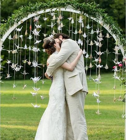 выездная церемония, бумажные журавлики, свадьба, жених и невеста