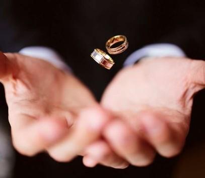 обручальные кольца, красивое свадебное фото