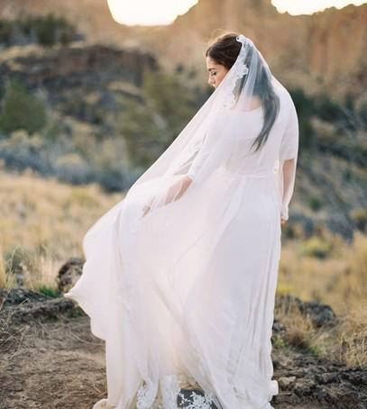 длинная фата, фата фасона вальс, красивая невеста, свадебное платье с фатой