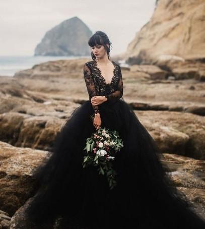 невеста, свадебное платье чёрное, невеста в чёрном, невеста с букетом