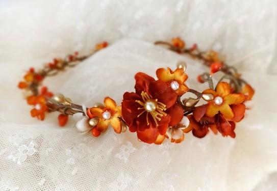 украшение для волос в оранжевом цвете