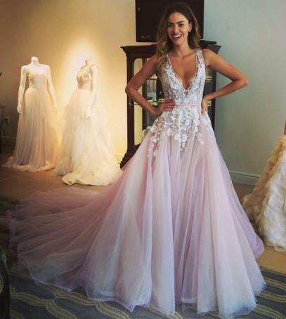 невеста, свадебное платье, примерка свадебного платья, выбор платья на свадьбу