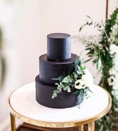 свадебный торт, чёрный торт свадебный, торт на свадьбу, 2018 торт, чёрный торт с живыми цветами