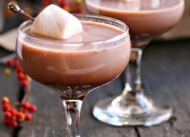 Чем согреть гостей на зимней свадьбе: какао-бар, маршмеллоу и коктейли