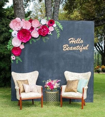 грифельная доска фотозона, свадебный декор, кресла, бумажные цветы