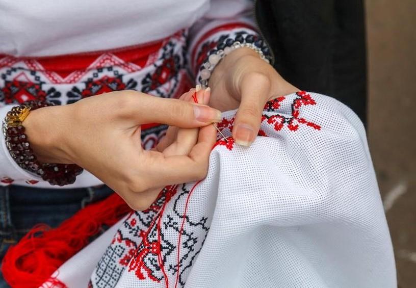 самостоятельно вышитый рушник, рушник на свадьбу, вышивание узоров на рушнике