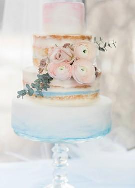 свадебный торт в розово-голубых цветах