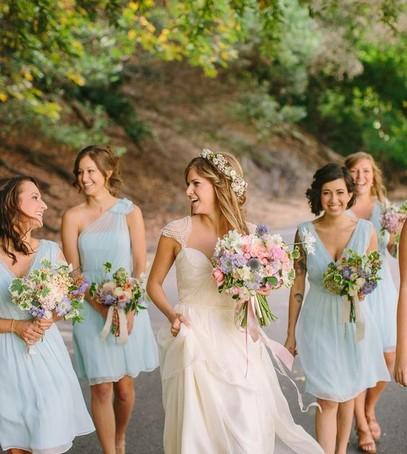 подружки невесты в голубых платьях