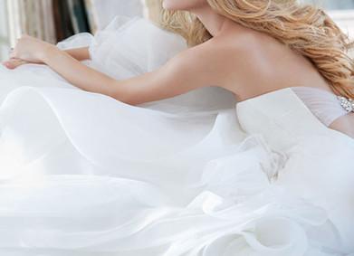 Свадебные платья 2018/2019: мода на блеск, летящие рукава и идеальный силуэт