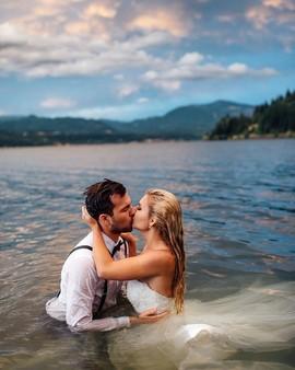 Решить дальнейшую судьбу свадебного платья.