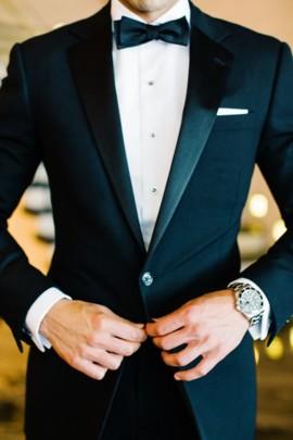 """Выбрать костюм жениха. <a href=""""./catalog/suite"""">Поиск мужских костюмов</a>"""
