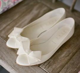 Подготовить сменную обувь для свадебного дня.