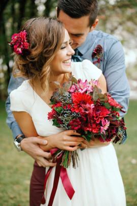 Определиться с цветовой гаммой свадебного декора.