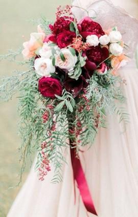 Выбрать букет невесты.