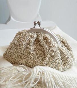 Собрать сумочку невесты.
