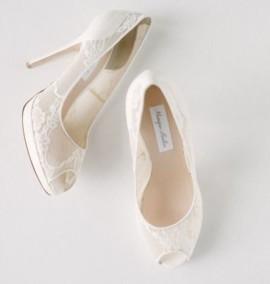 """Найти самые красивые свадебные туфли. <a href=""""./catalog/dresses"""">Поиск свадебных салонов</a>"""
