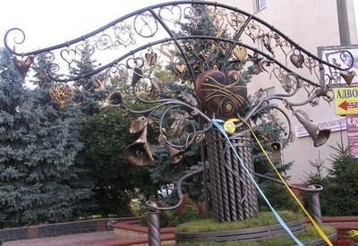 Скульптура Сердце всей Украины - фото 2