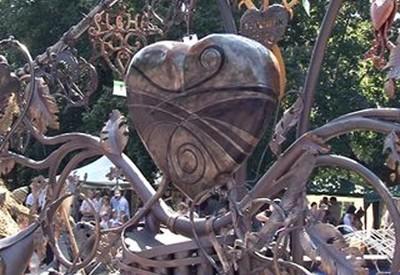Скульптура Сердце всей Украины - фото 1