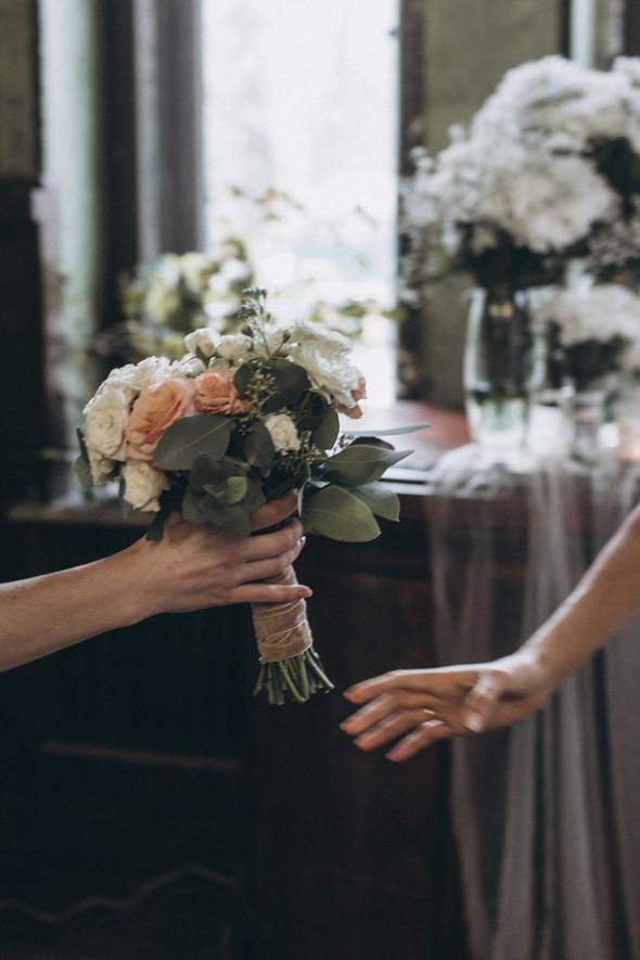 Первый поцелуй на венчании - фото №45