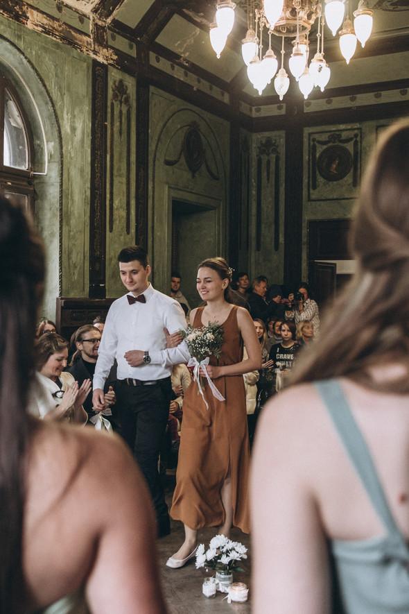 Первый поцелуй на венчании - фото №32