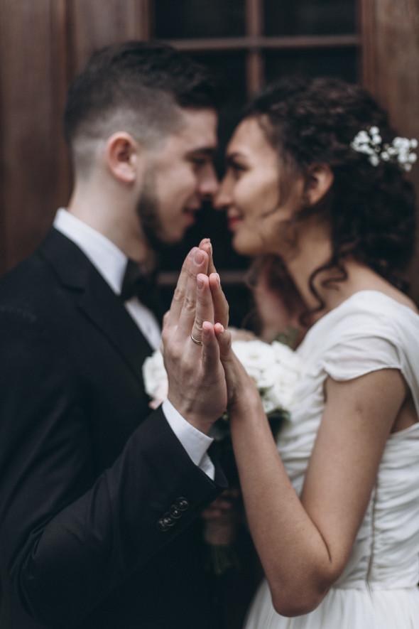 Первый поцелуй на венчании - фото №79