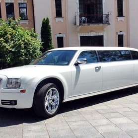004 Лимузин Chrysler 300C Disco - авто на свадьбу в Киеве - портфолио 1