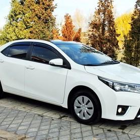 170 Toyota Corolla белая аренда на свадьбу - авто на свадьбу в Киеве - портфолио 1