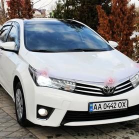 170 Toyota Corolla белая аренда на свадьбу - авто на свадьбу в Киеве - портфолио 3