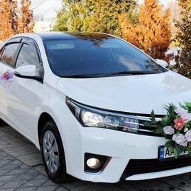 170 Toyota Corolla белая аренда на свадьбу - авто на свадьбу в Киеве - портфолио 5