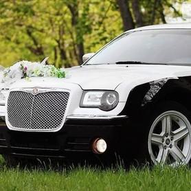 125 Chrysler 300C черно-белый - авто на свадьбу в Киеве - портфолио 2