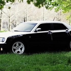 125 Chrysler 300C черно-белый - авто на свадьбу в Киеве - портфолио 5