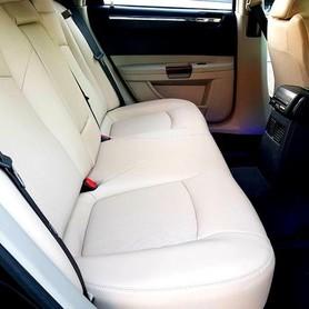 136 Chrysler 300C черный аренда - авто на свадьбу в Киеве - портфолио 3