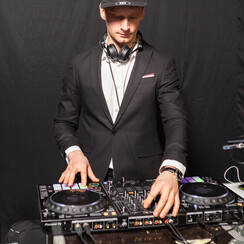 Андрей  DJ WOOFER - музыканты, dj в Киеве - фото 1