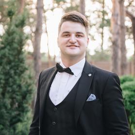 Ведущий Юрий Ситайло