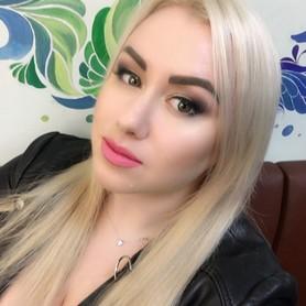 Ксения Братусь